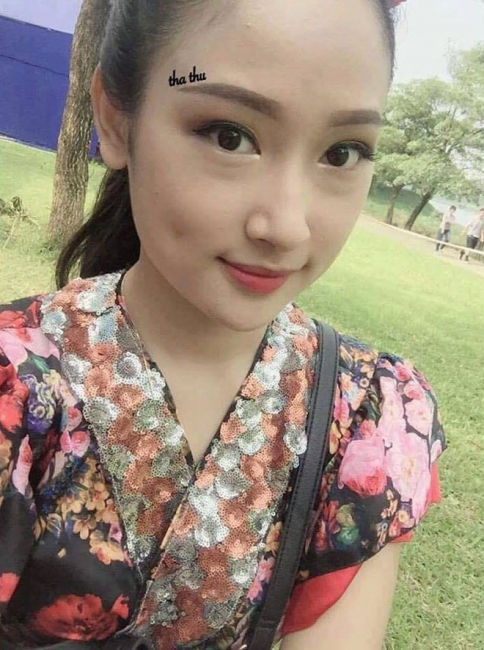 Hình ảnh cô gái xinh xắn tha thu